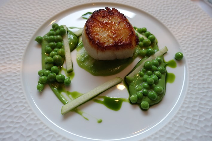 scallop and peas