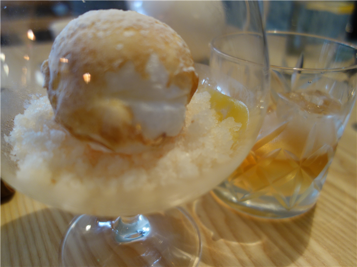 snowball meringue with duck infused whisky