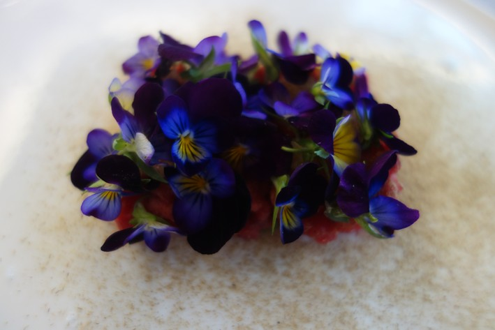 wagyu tartare with flowers