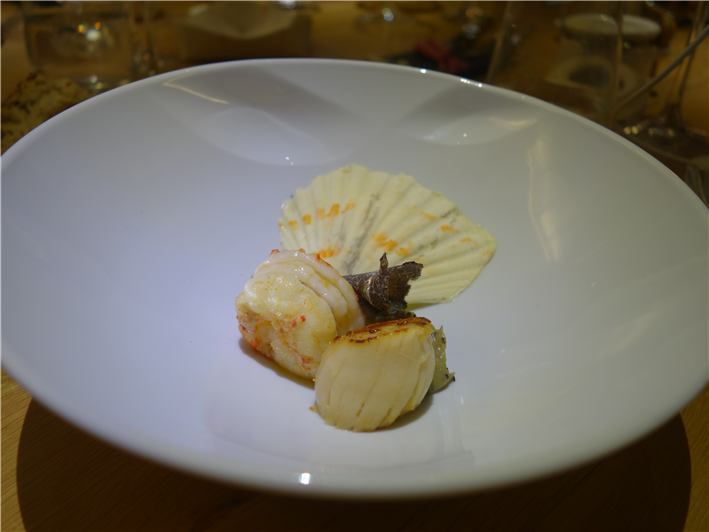 scallop before consommé poured (image courtesy of Mijune Pak)