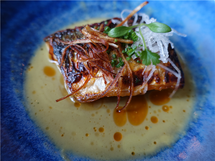 mackerel with daikon, ginger and champagne sauce