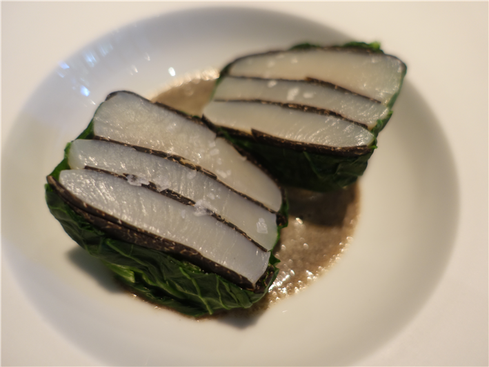 scallop in komatsuna leaf
