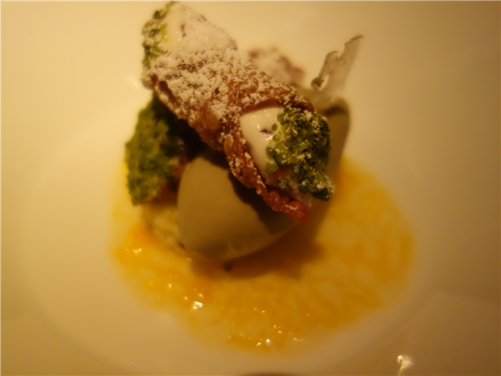 cannoli with pistachio ice cream