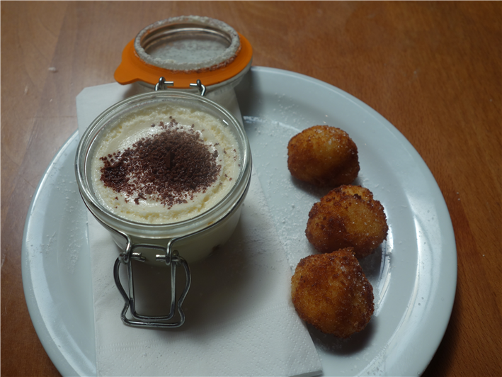 tiramisu and latte dolci fritto