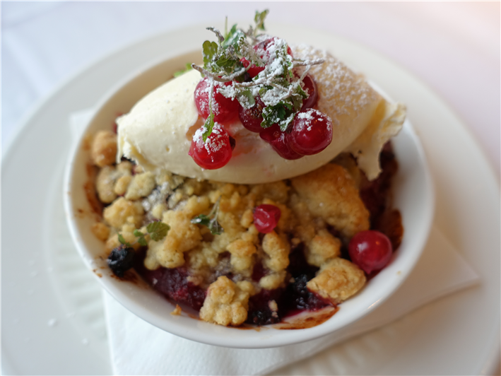 winter berry crumble