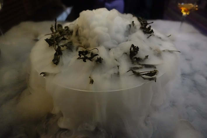 dry ice with mint scent