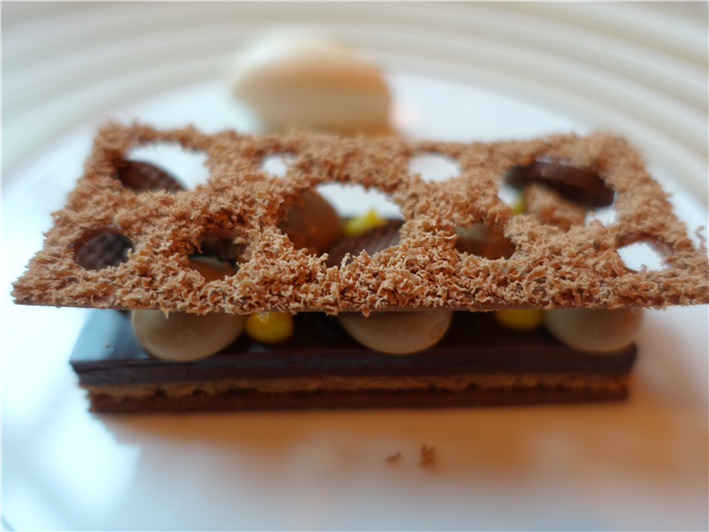 speculaas and chocolate dessert