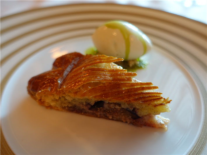 fig tart served
