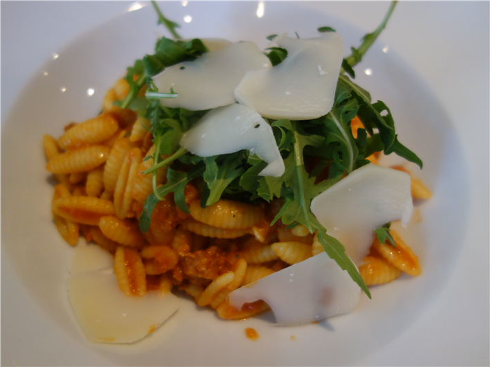 pasta with ragu and rocket