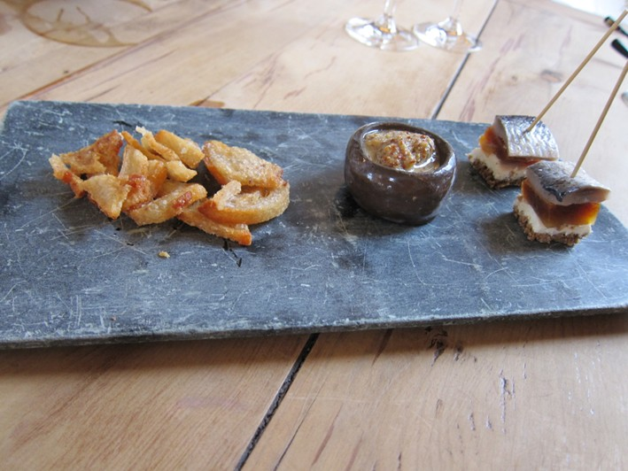 nibbles including pork scratchings