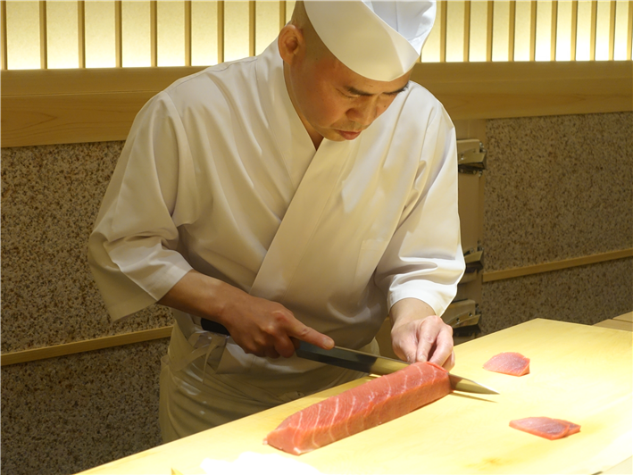 Mr Saito carving tuna