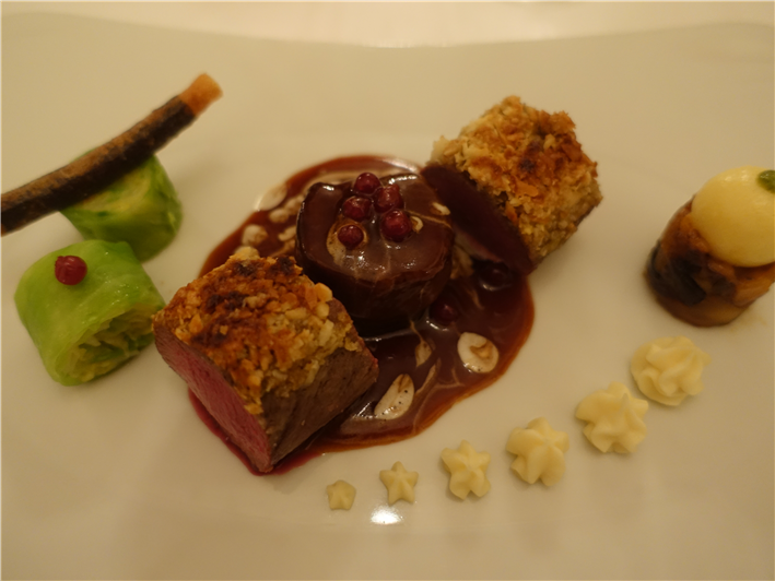 venison with macadamia crust